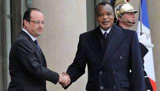 Le président François Hollande recevant à l'Elysée le dictateur Sassou Nguesso au pouvoir depuis 18 ans