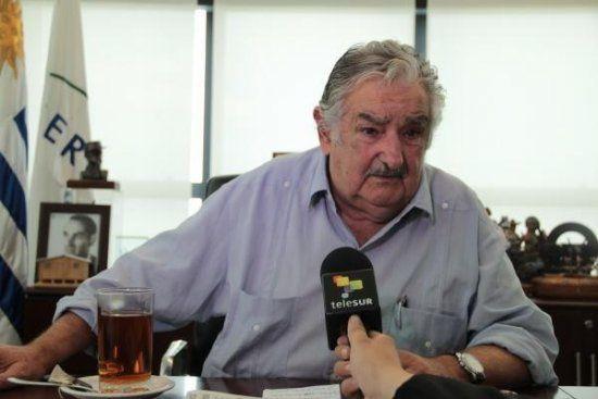 """Le président Uruguayen José Mujica rappelle que """"sortir du cadre de la Constitution est une forme de violence"""" et demande """"que cesse l'intervention extérieure dans les affaires intérieures du Venezuela"""". Source : http://bit.ly/1j9pPGN"""