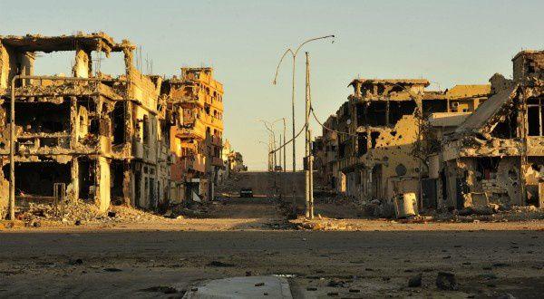 Destruction de Syrte par les forces aériennes franco-britaniques dans le cadre des bombardements de l'OTAN en aout 2011
