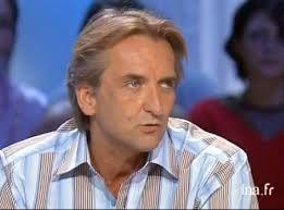 Roger Auque : journaliste français, agent du Mossad et des services français, ambassadeur de France en Erythrée et ... père de Marion Maréchal Lepen (Paris Match)