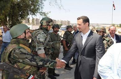 assad_soldats4Bachar el-Assad, que Sarkozy / BHL pensaient faire tomber comme Kadafi en Libye,  félicite l'armée de défense syrienne pour sa résistance contre les groupes terroristes financés et armés par l'étranger
