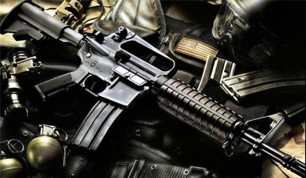 Armes fabriquées aux USA saisies parmi les miliciens de l'EI dans la province d'Anbar (photo FARS News)