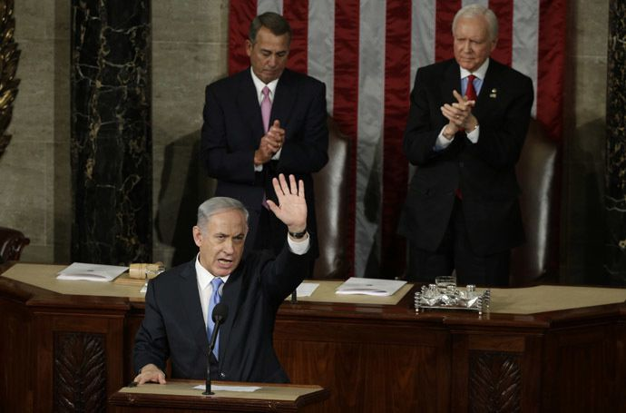 Netanyahu (L) acknowledges applause at the end of his speech to a joint meeting of Congress in the House Chamber on Capitol Hill in Washington, March 3, 2015. (Reuters/Gary Cameron)