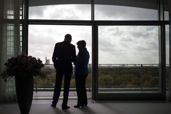 La chancelière fédérale Angela Merkel avec le premier ministre ukrainien Arseni Iatseniouk dans la chancellerie fédérale à Berlin, en octobre 2015. (Photo : EPA/GUIDO BERGMANN / GERMAN GOVERNMENT)