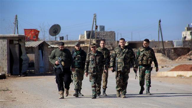 Les forces gouvernementales syriennes à pied dans le village de Tal Jabin, au nord de la ville d'Alep, le 3 février 2016. ©AFP