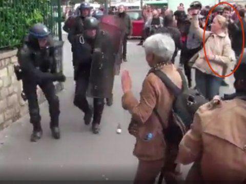 Un manifestant gravement blessé à Paris par une grenade de désencerclement lancée par  la police (vidéos)