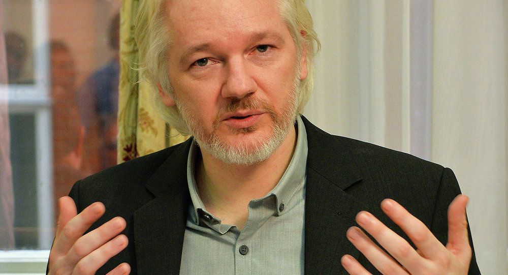 WikiLeaks : Julian Assange privé d'internet par des services gouvernementaux  (Russia Today)