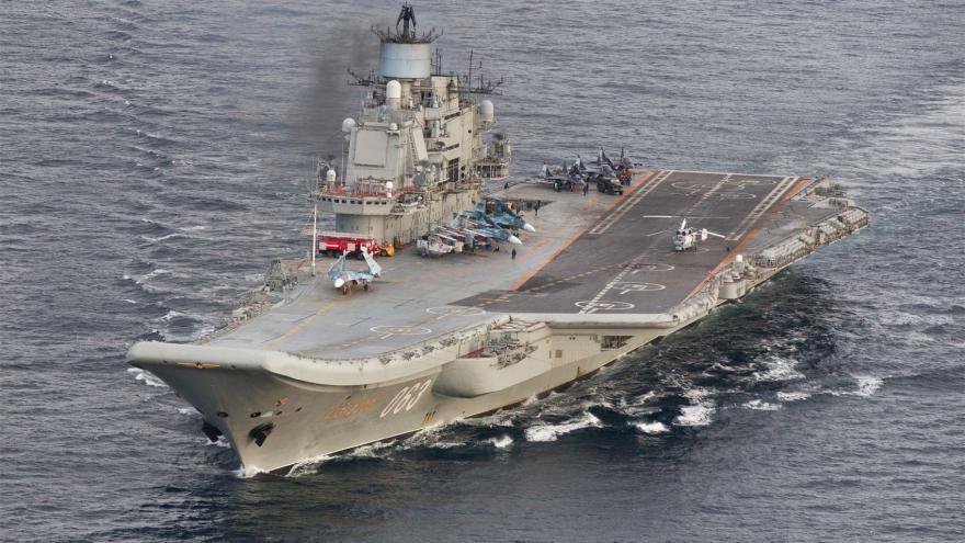 Le porte-avions russe Amiral Kouznetov fait partie de la flotte russe qui a traversé la Manche. [STR / FORSVARET / AFP]