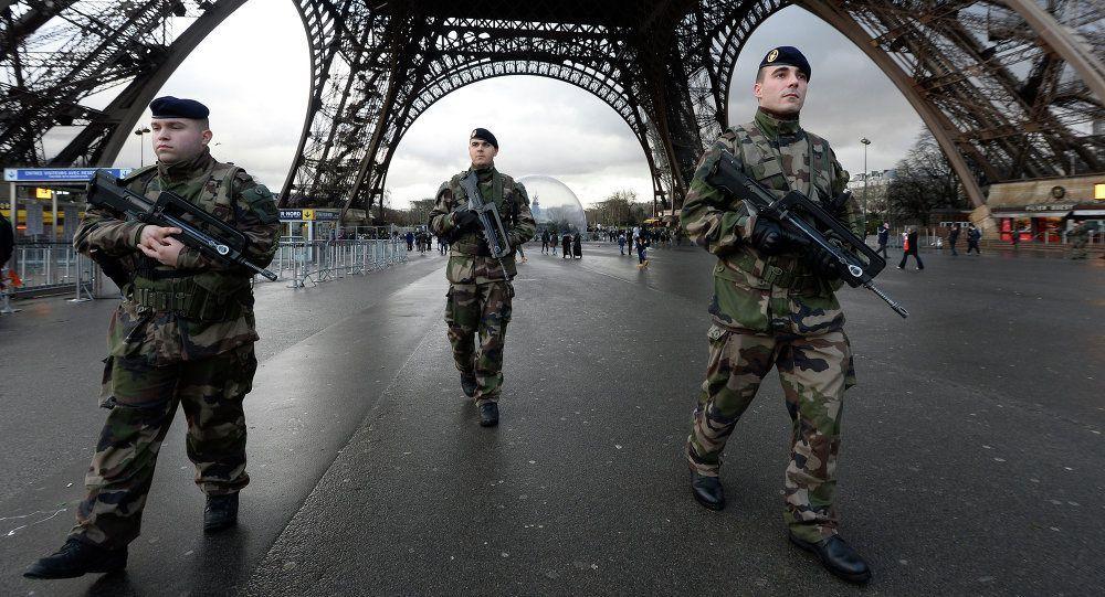 Pointant le danger d'une victoire FN, Hollande avance un militarisme européen (WSWS)
