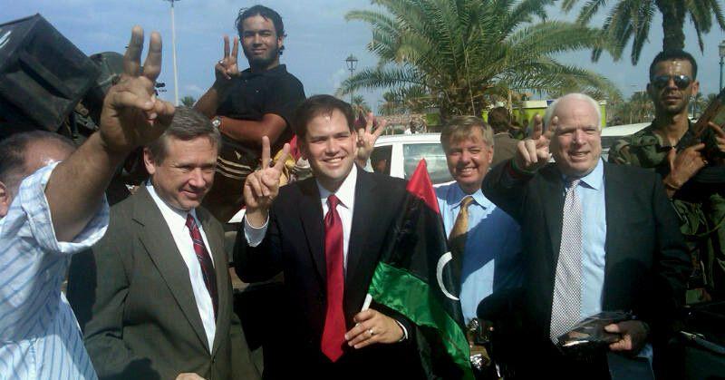 Les Sénateurs Républicains néo-conservateurs, Mark Kirk de l'Illinois, Marco Rubio de la Floride, Lindsey Graham de la Caroline du Sud et John McCain de l'Arizona, visitent la Libye peu après la chute de Kadhafi.
