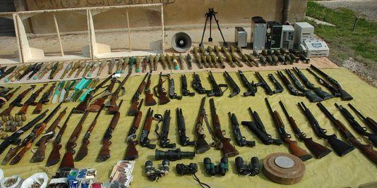 Des cargaisons d'armes saoudiennes attendent derrière la frontière irakienne avec la Syrie (FARS News)