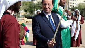 Arabie Saoudite. François Hollande sabre à la main déclare : &quot&#x3B;J'en aurai bien besoin !&quot&#x3B;
