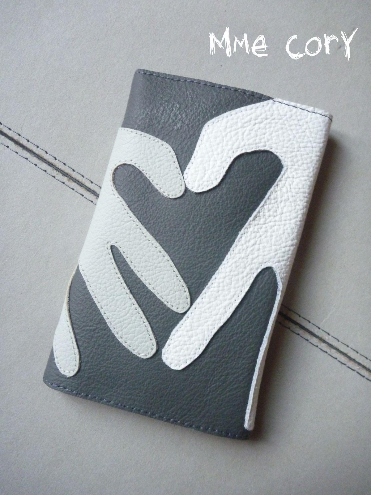 Bon anniv Papa: un cadeau fait à 4 mains: un joli porte carte et une pochette pour la carte grise!!!