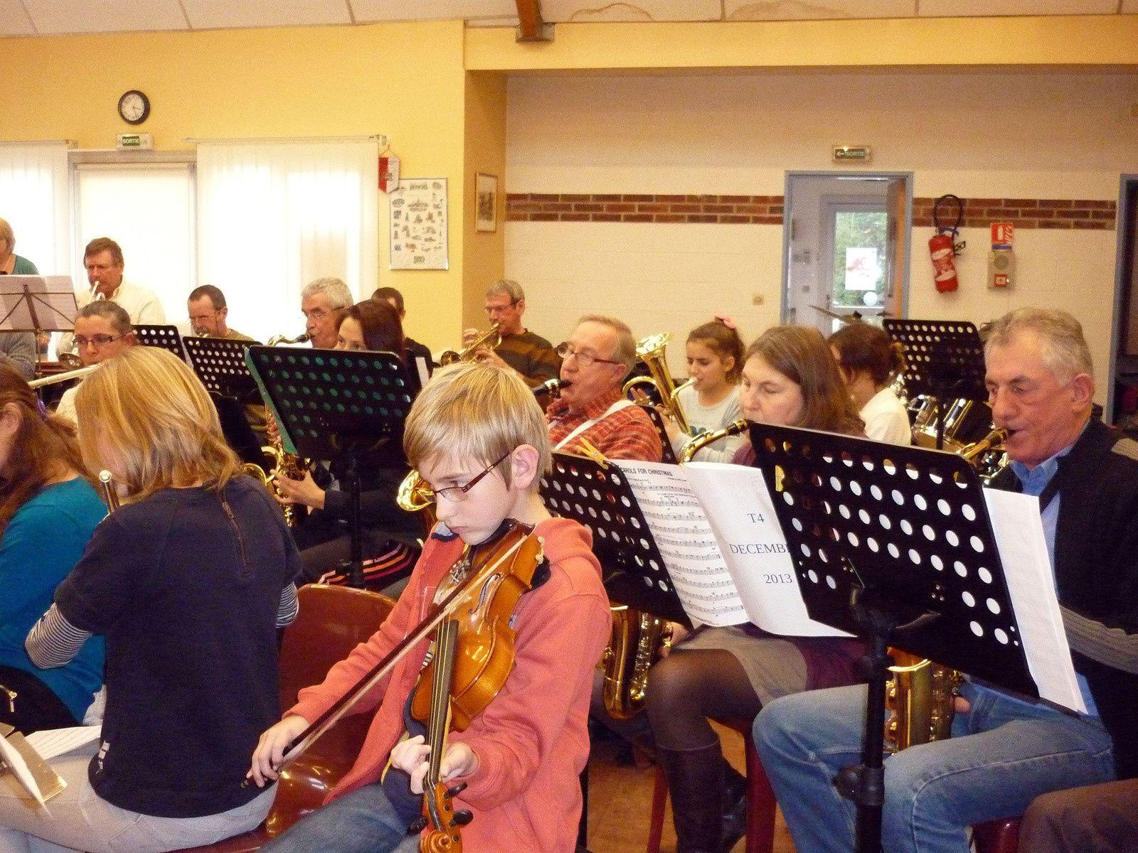 L'orchestre d'harmonie du Cailly du T.4 en répétition