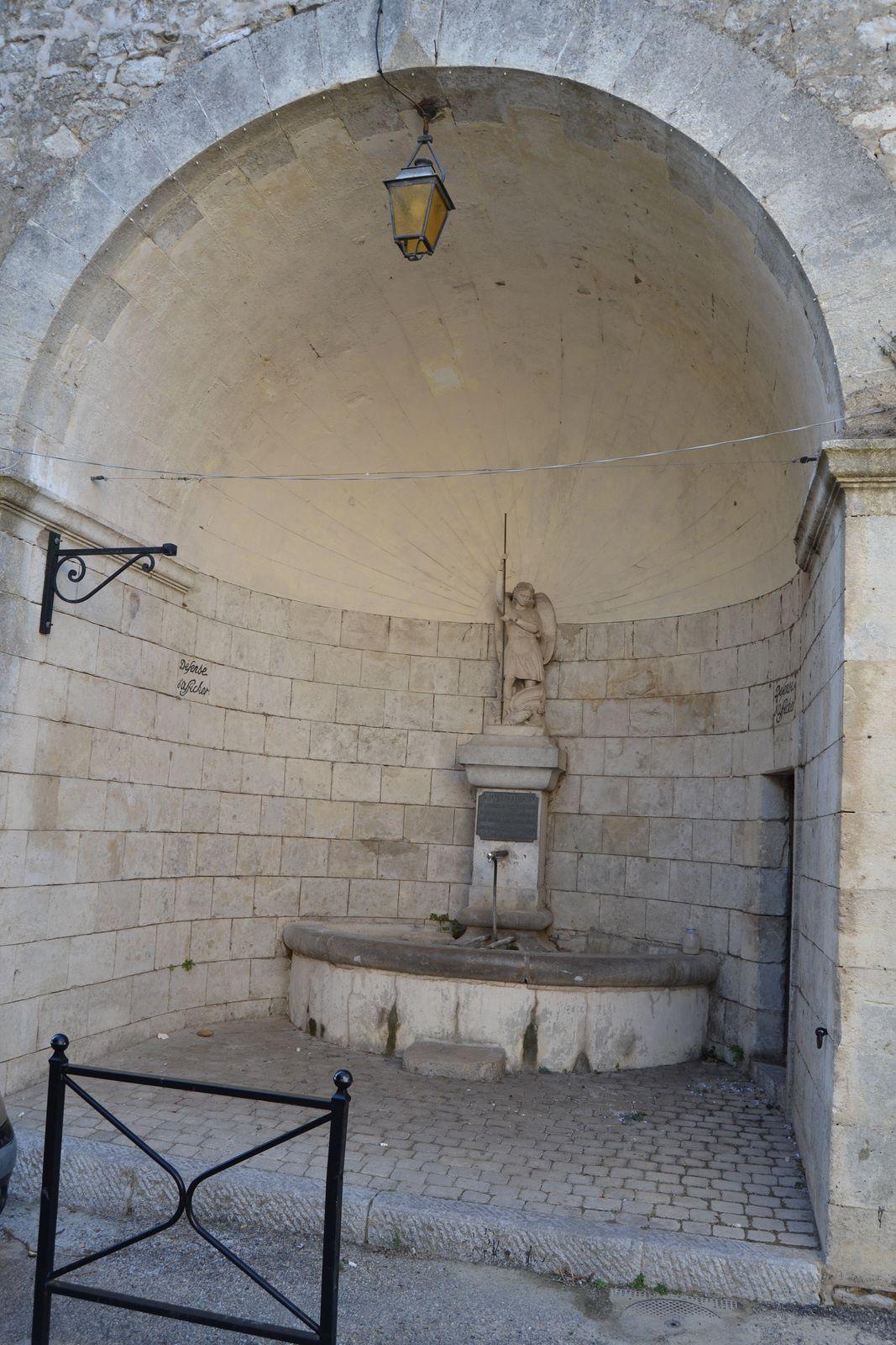 A Mr le Marquis de la Baume du Puy-Montbrun  Maire de la Garde -Adhémar sans interruption depuis 1866.  Hommage et reconnaissance 26 Juin 1898.