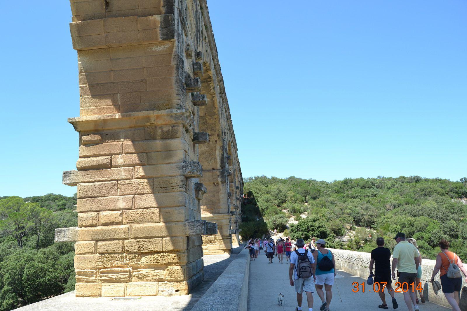 Un pont routier lui fut accolé en 1743-1747. Plus haut pont-aqueduc connu du monde romain, il fait l'objet d'un classement au titre des monuments historiques par la liste de 18401 et a été inscrit sur la liste du patrimoine mondial de l'Unesco en décembre 19852.