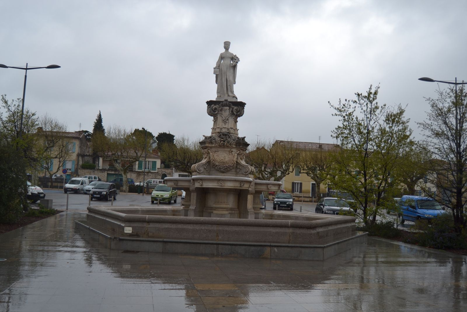 La fontaine monumentale de dona vierna bourg saint for Garage bourg st andeol