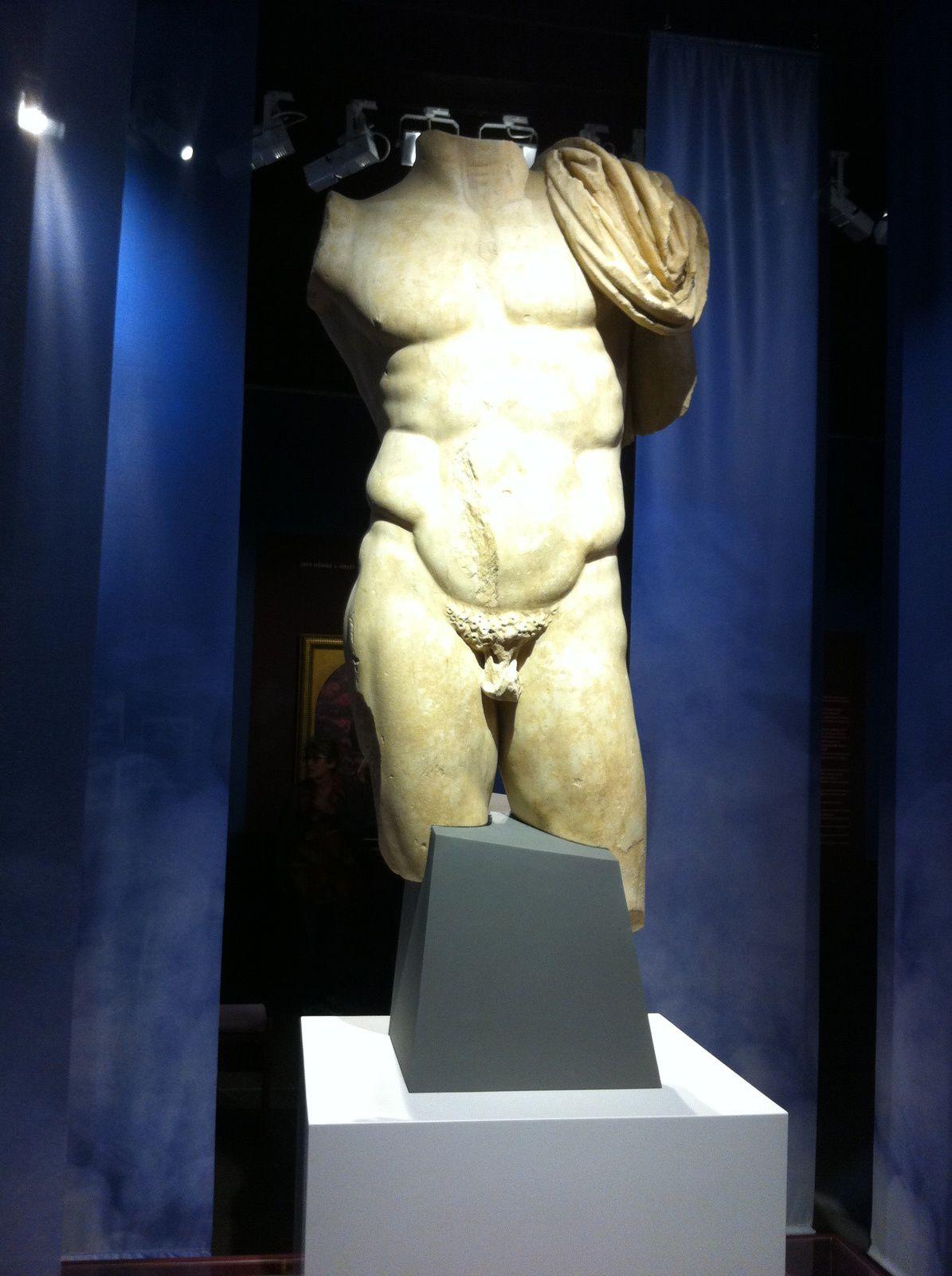 Découverte en 1992 sur le site antique d'Alba La Romaine, cette statue de marbre d'Italie, datée du IIé siècle après J C, est un objet archéologique unique en son genre