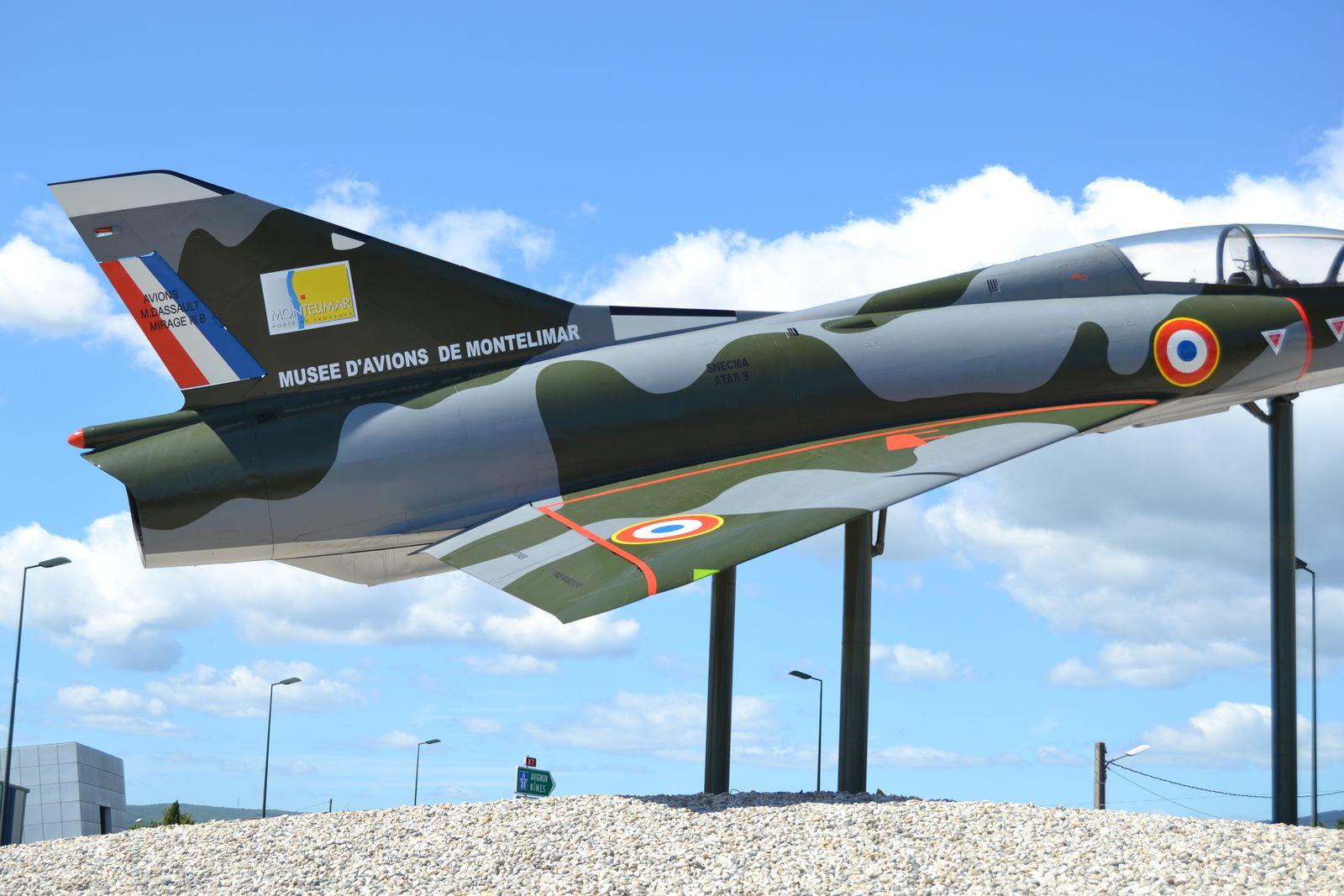 C'est un avion qui pouvait atteindre deux fois la vitesse du son, très performant, typique de l'aviation Française de Dassault.