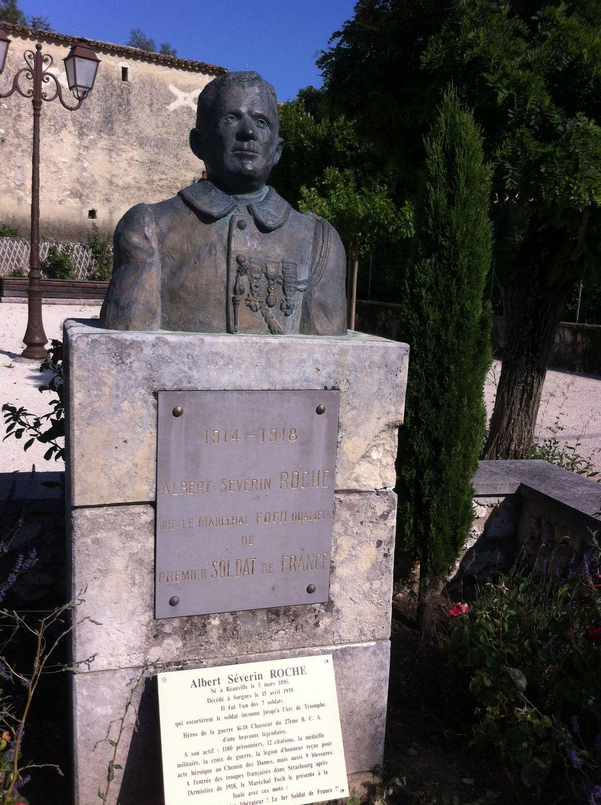 1914-1918 Albert-Severin ROCHE que le Maréchal FOCH qualifia de premier soldat de France. Une stèle en sa mémoire a été inaugurée à Réauville en 1971 par le Maire de l'époque, Gabriel JARNIAC.