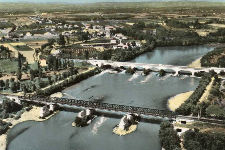 Quelques vues anciennes de ce vieux pont avec au premier le pont de chemin de fer que longe aujourd'hui la Via Rhôna.