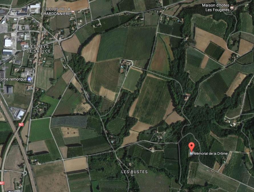 """Situation géographique : A """"Les Reys de Saulce"""" prendre direction Mirmande et de suite à droite, le chemin est bien indiqué."""