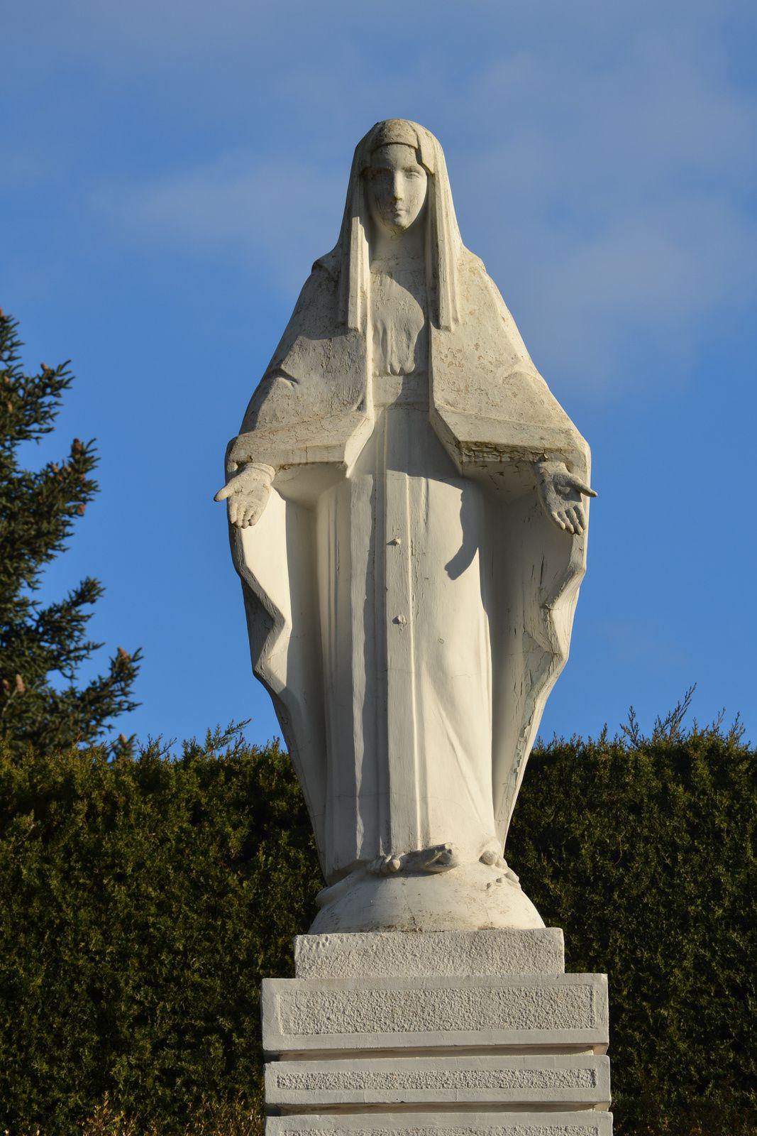 L'histoire des Vierges du Vœu du 15 août 1944 semble être une affaire propre à la Drôme.
