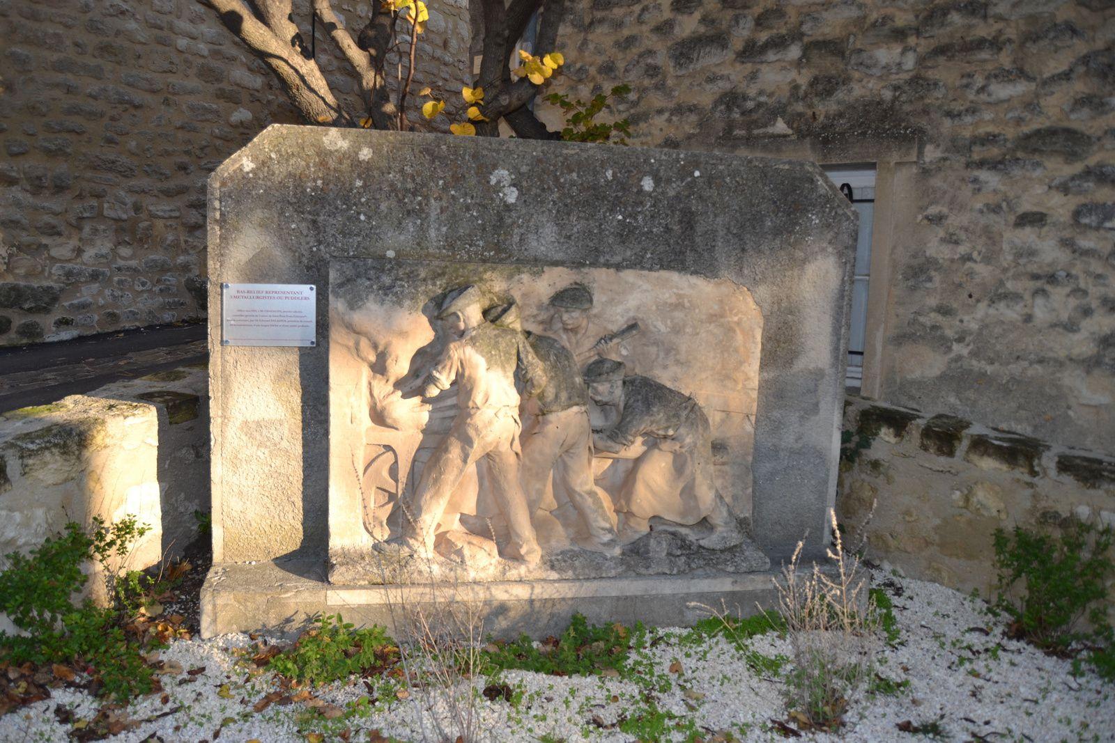 Le Monument Du Travail à Saint-Restitut (Drôme 26)
