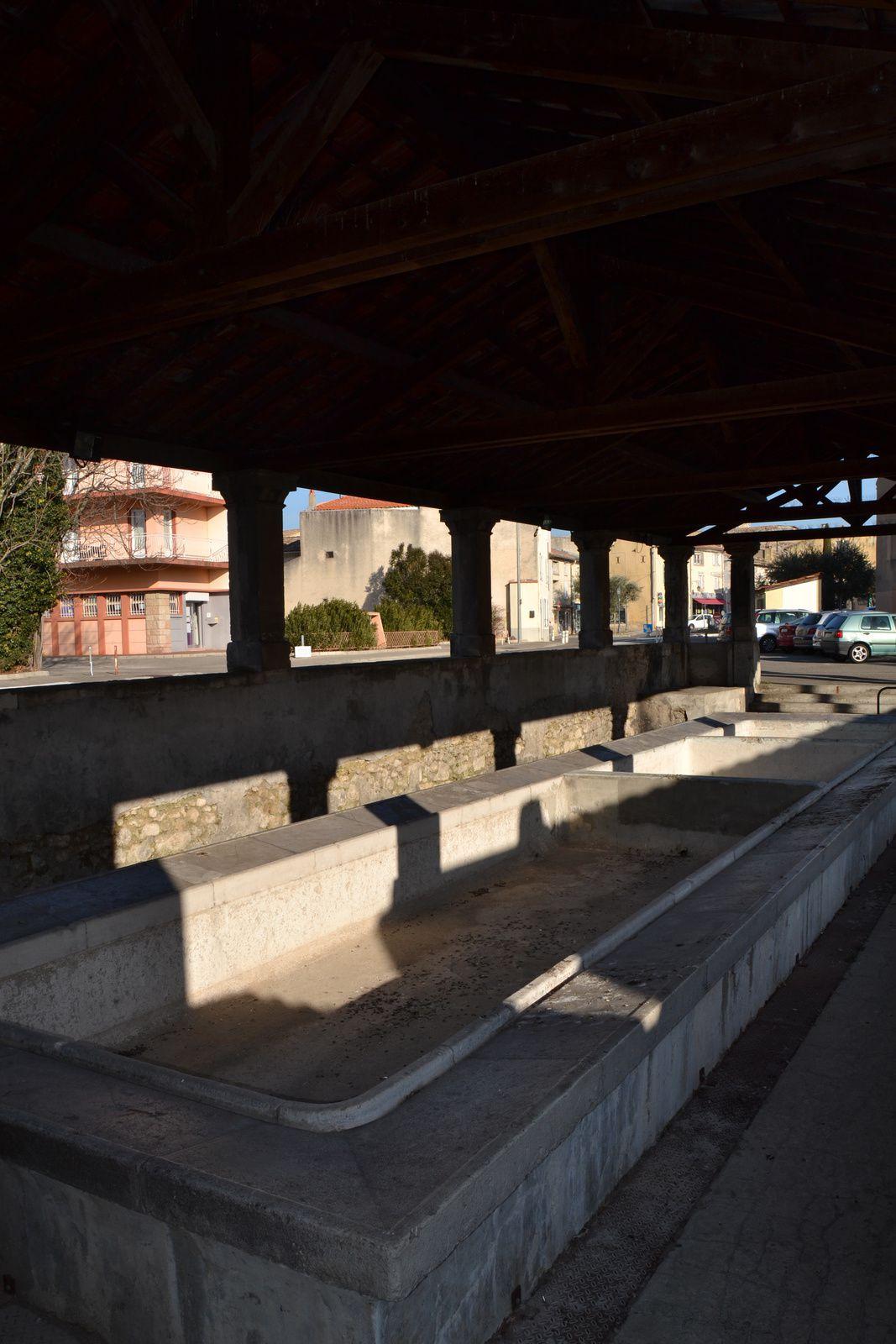 En 1821-1822, le lavoir est agrandi. Il peut dès lors accueillir jusqu'à 40 lavandières. Il est couvert en 1863. Les piliers de soutien de sa toiture sont construit en pierre dite de Saint-Restitut, commune voisine.