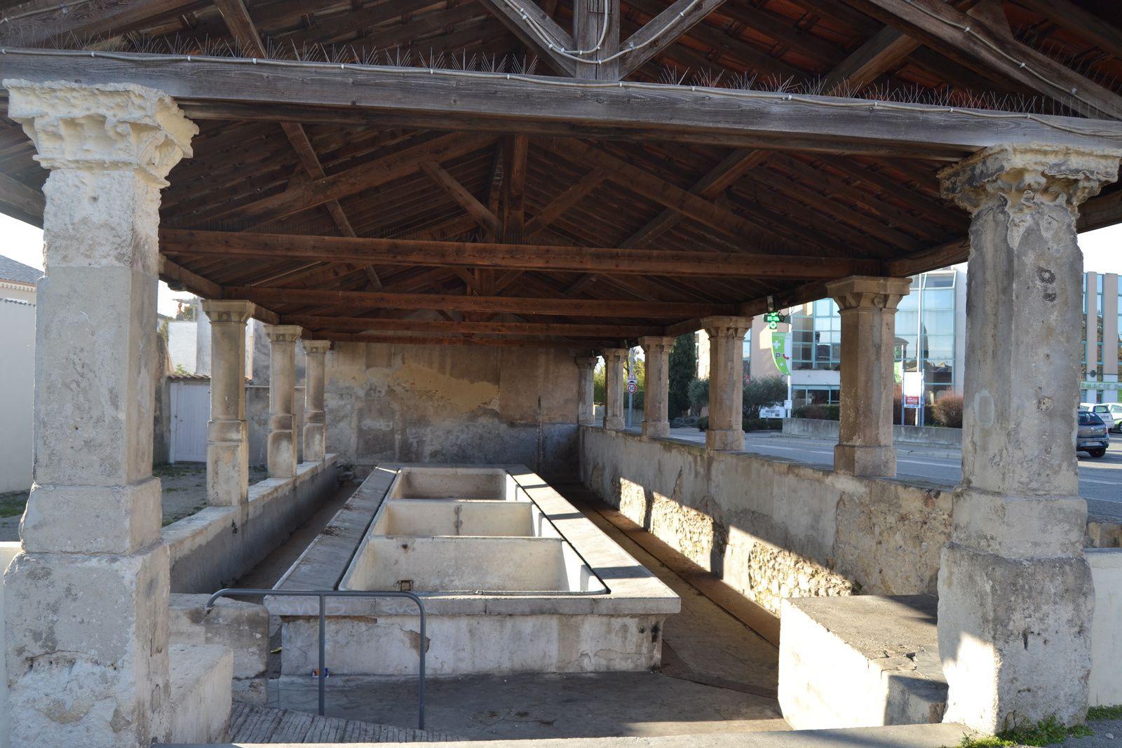 Seul subsiste aujourd'hui le plus grand des trois situé le long de la route de Bourg-Saint-Andéol. On ne connaît pas l'antériorité exacte d'un lavoir en cet endroit, probablement vers 1780. En 1691, elle est encore la seule fontaine publique de la cité.