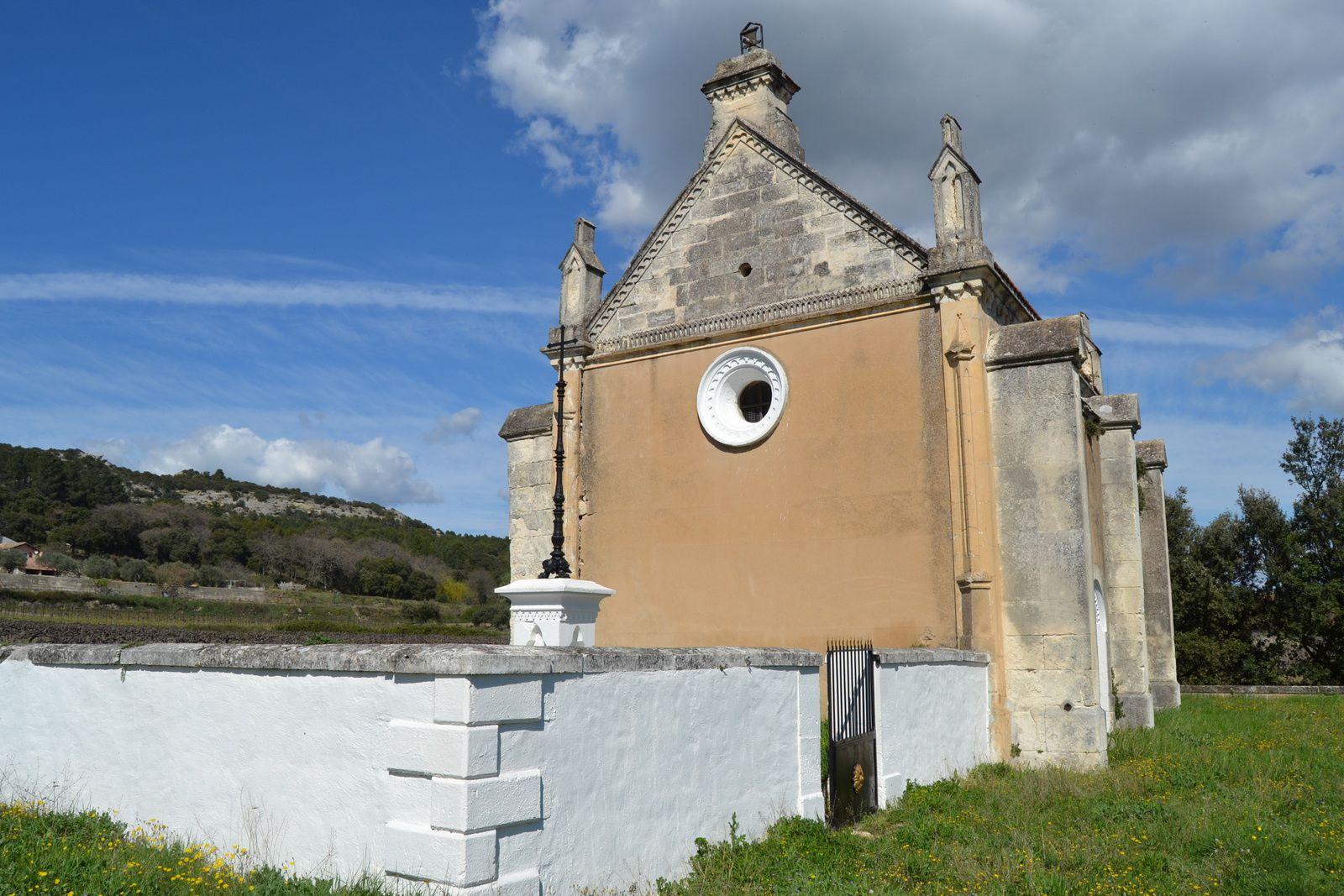 ....ainsi que le mur d'enclos et le portail du cimetiére, attestent que cette chapelle n'est pas totalement à l'abandon. Ces travaux semblent avoir étaient réalisés en 2014 à l'occasion de l'hommage au colonnel Chabriére...