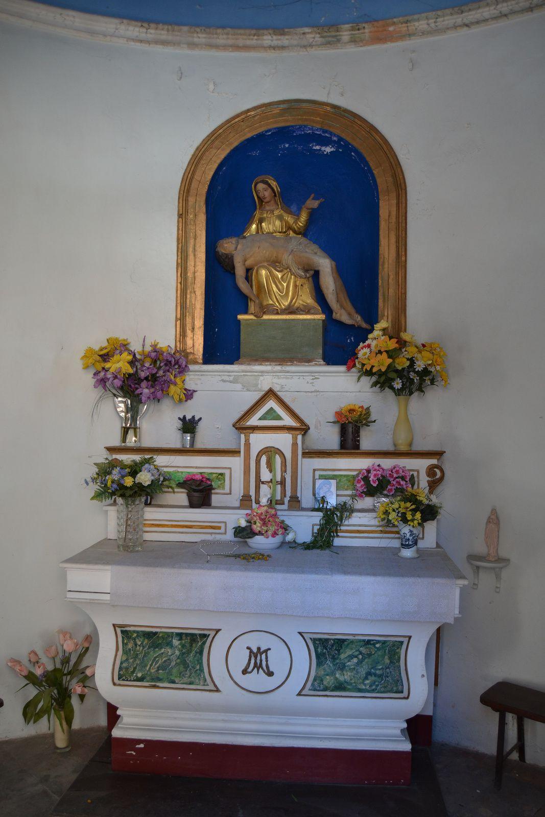 C'est l'érection d'une croix en bois en 1357 qui est à l'origine de ce lieu de culte.