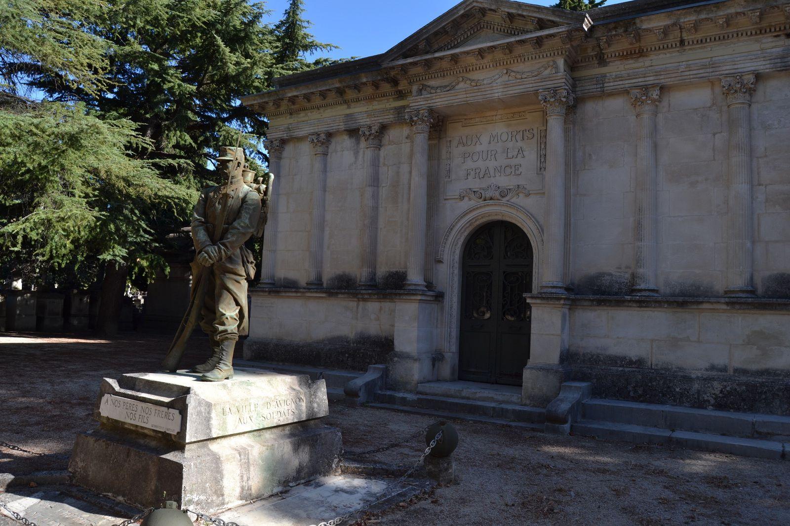 """L'oeuvre datée de 1899 est deFélix, Maurice CHARPENTIER qui est aussi l'auteur du monument aux morts de ma commune, Saint-Paul-Trois-Châteaux, ainsi que monument aux morts et la statue """"Les Lutteurs"""" à Bolléne."""
