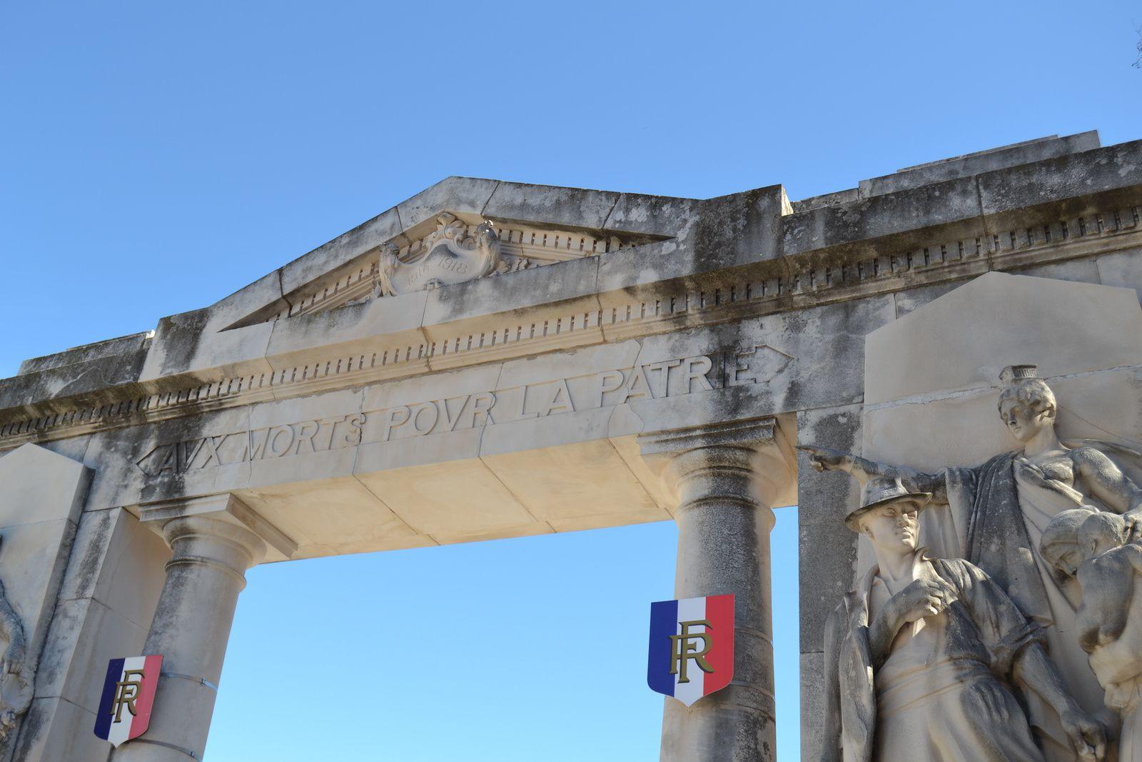 Le Monument Aux Morts De Nîmes Gard 30189 Sud Drôme