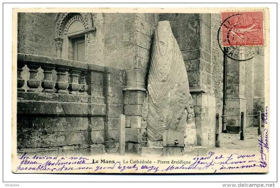 Le Menhir, la pierre druidique, cathedrale Saint Julien du Mans