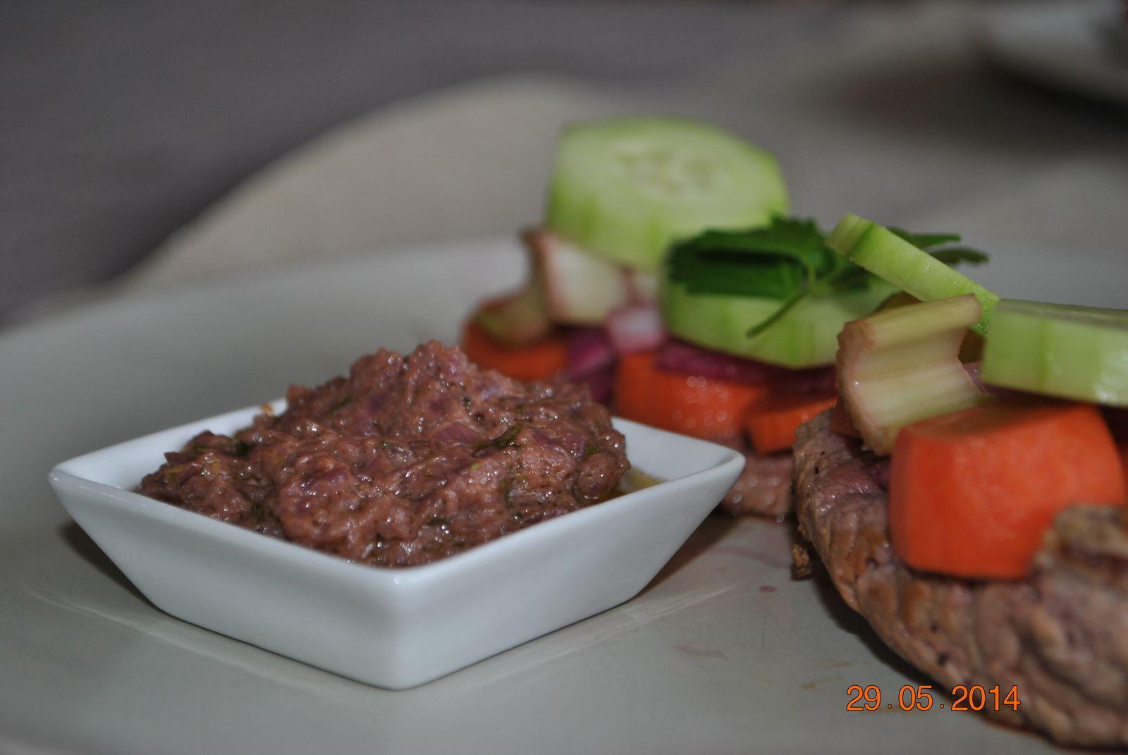 Rumsteack de boeuf et réduction de vin pickles de légumes et béarnaise...