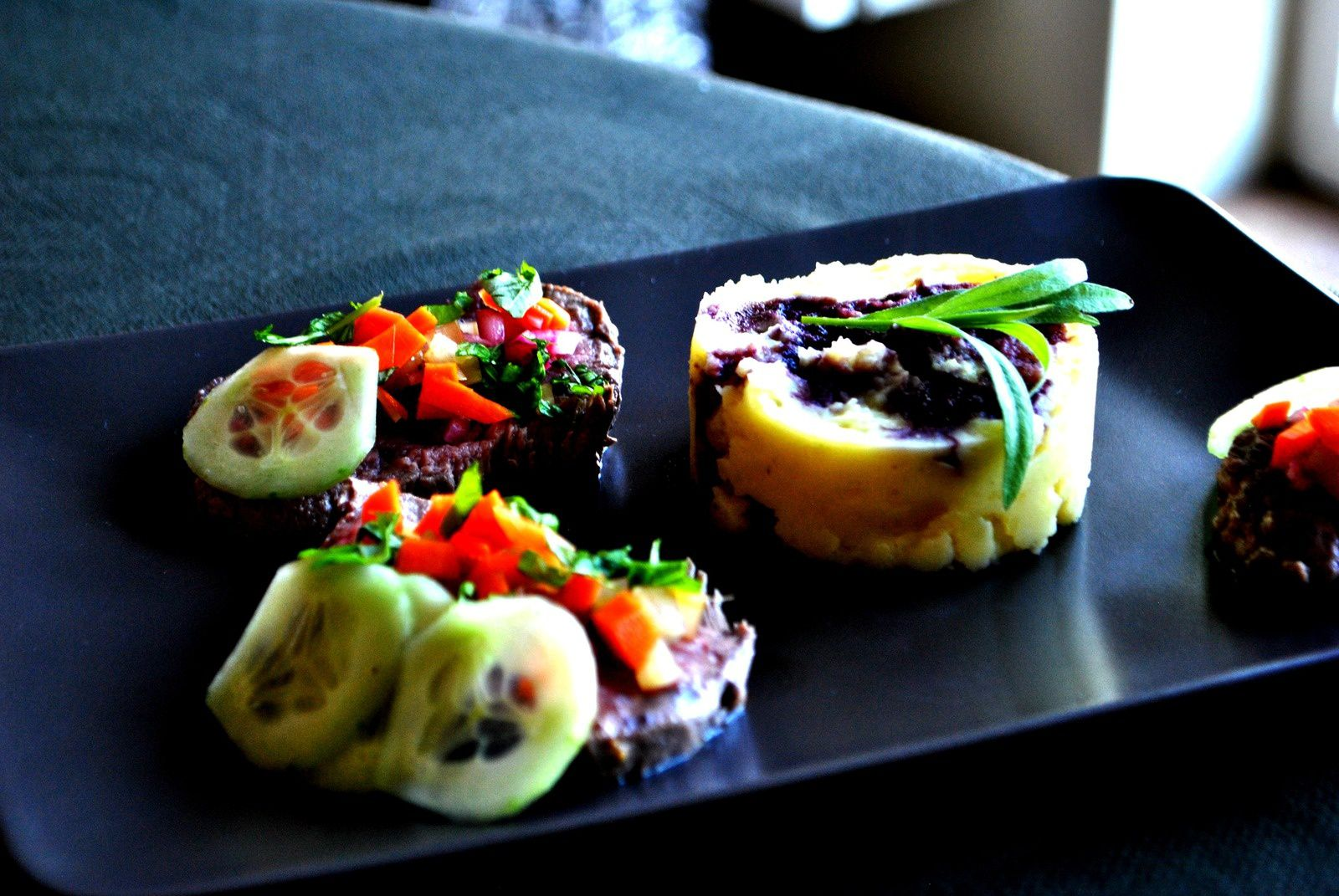 Rumsteack de boeuf et réduction de vin, pickles de légumes et béarnaise maison