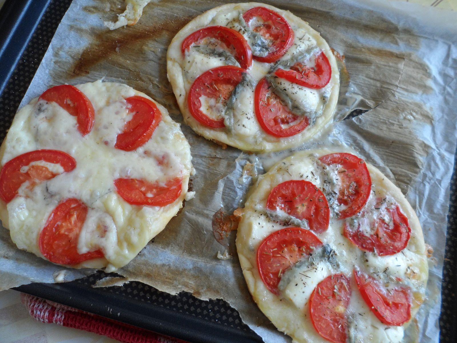Tarte fine tomate et chèvre ou morbier
