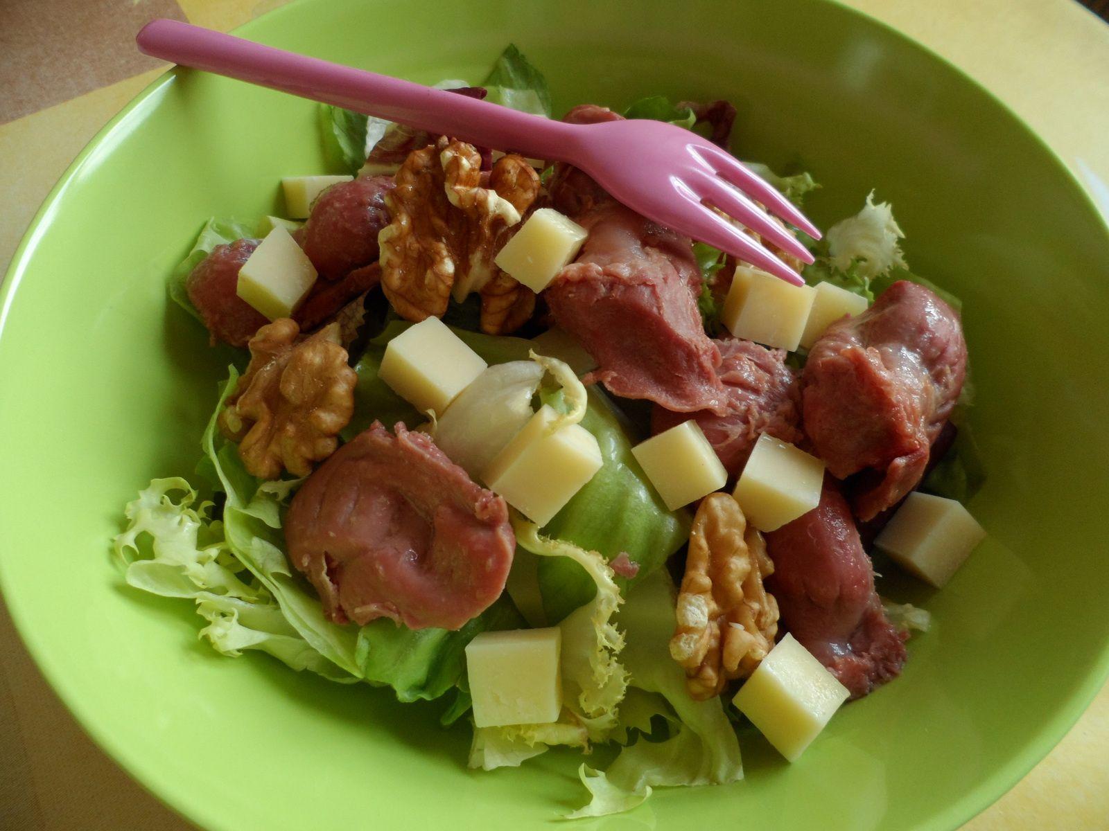 Salade comté, gésiers et noix