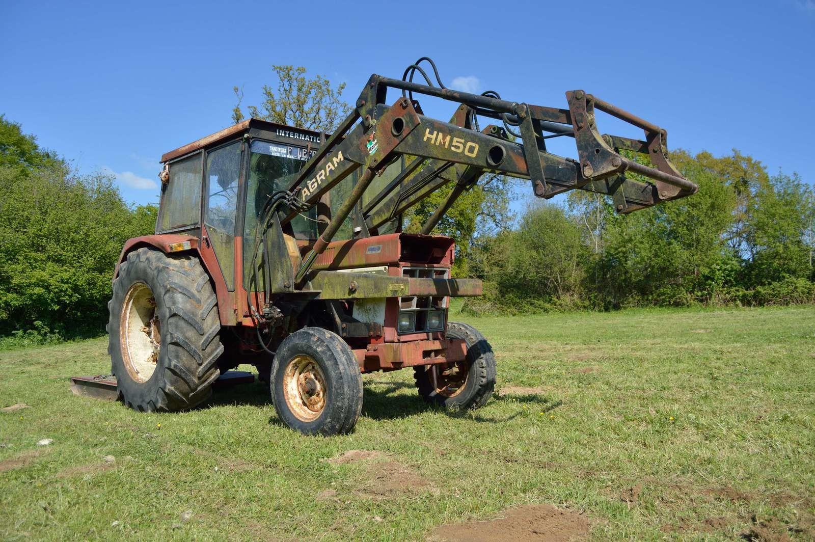 Le complexe de la brosse à dents ou &quot&#x3B;Des subtiles relations que le crétin rural entretient avec son tracteur&quot&#x3B;