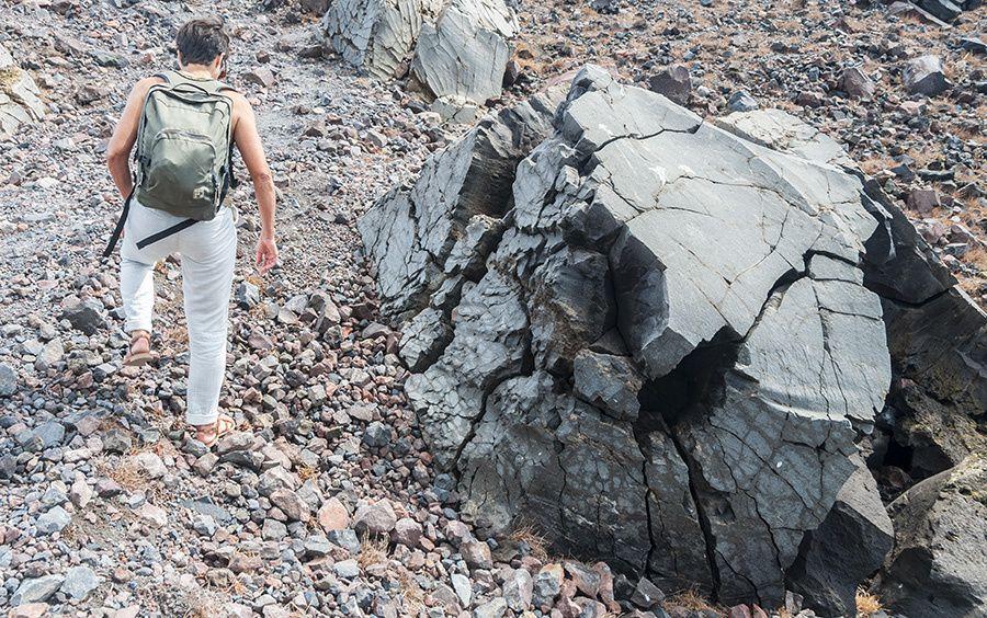 13/16 Martine en Grèce à la découverte de Nea Kameni, l'ile volcanique au coeur de la caldeira de Santorin