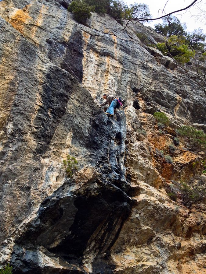 Finir d'équiper une voie d'escalade pour bien commencer l'année !