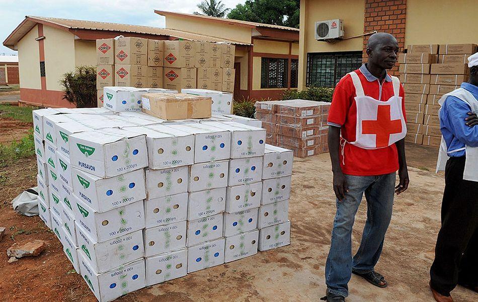 Don de la croix rouge Gabonaise à la croix rouge centrafricaine