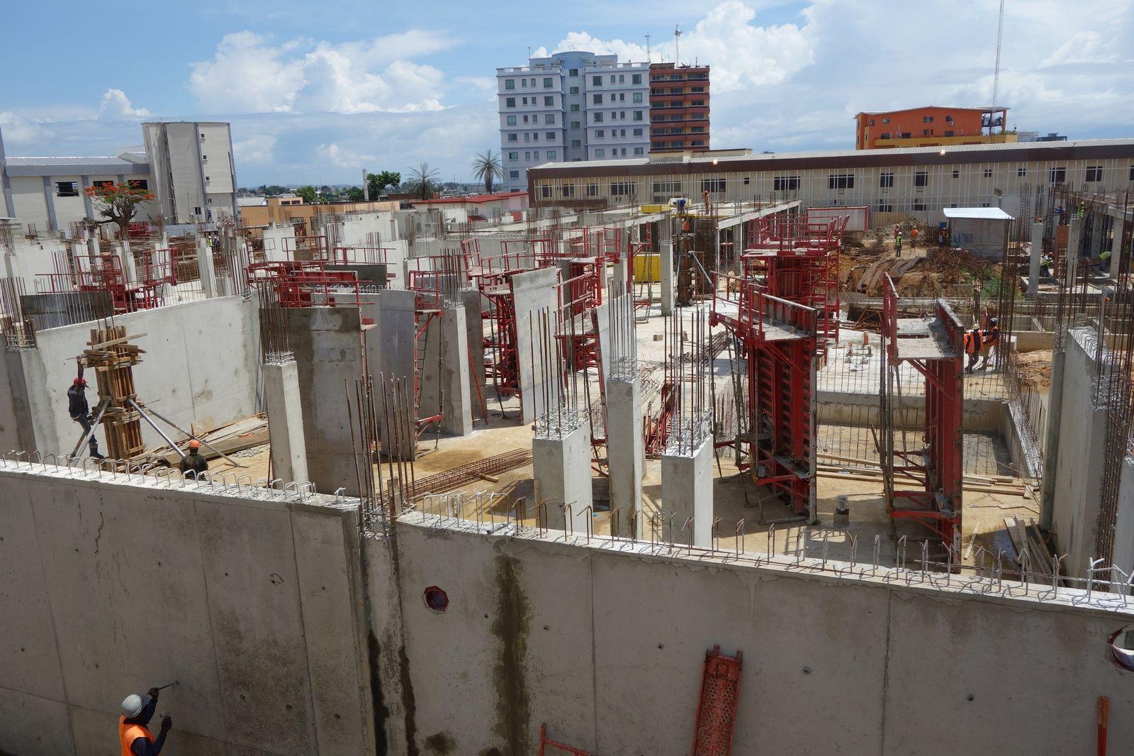 Travaux en cours phase 2 du futur Super Hôpital ( le sous-sol de l'édifice )