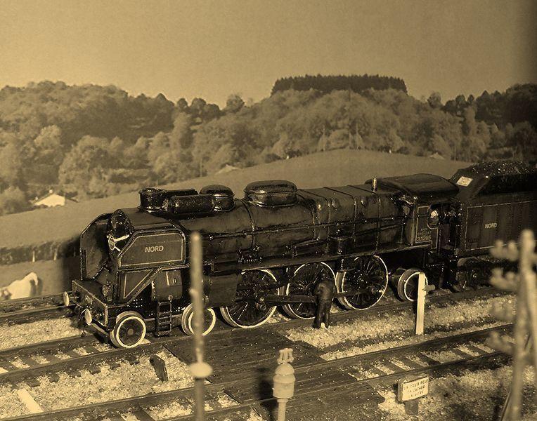 Voici dans mes archives, quelques photos anciennes de l'activité de l'annexe : locomotive Pacific Nord de la marque Jouef (à gauche) et locomotive 140C de la marque Jouef (à droite).