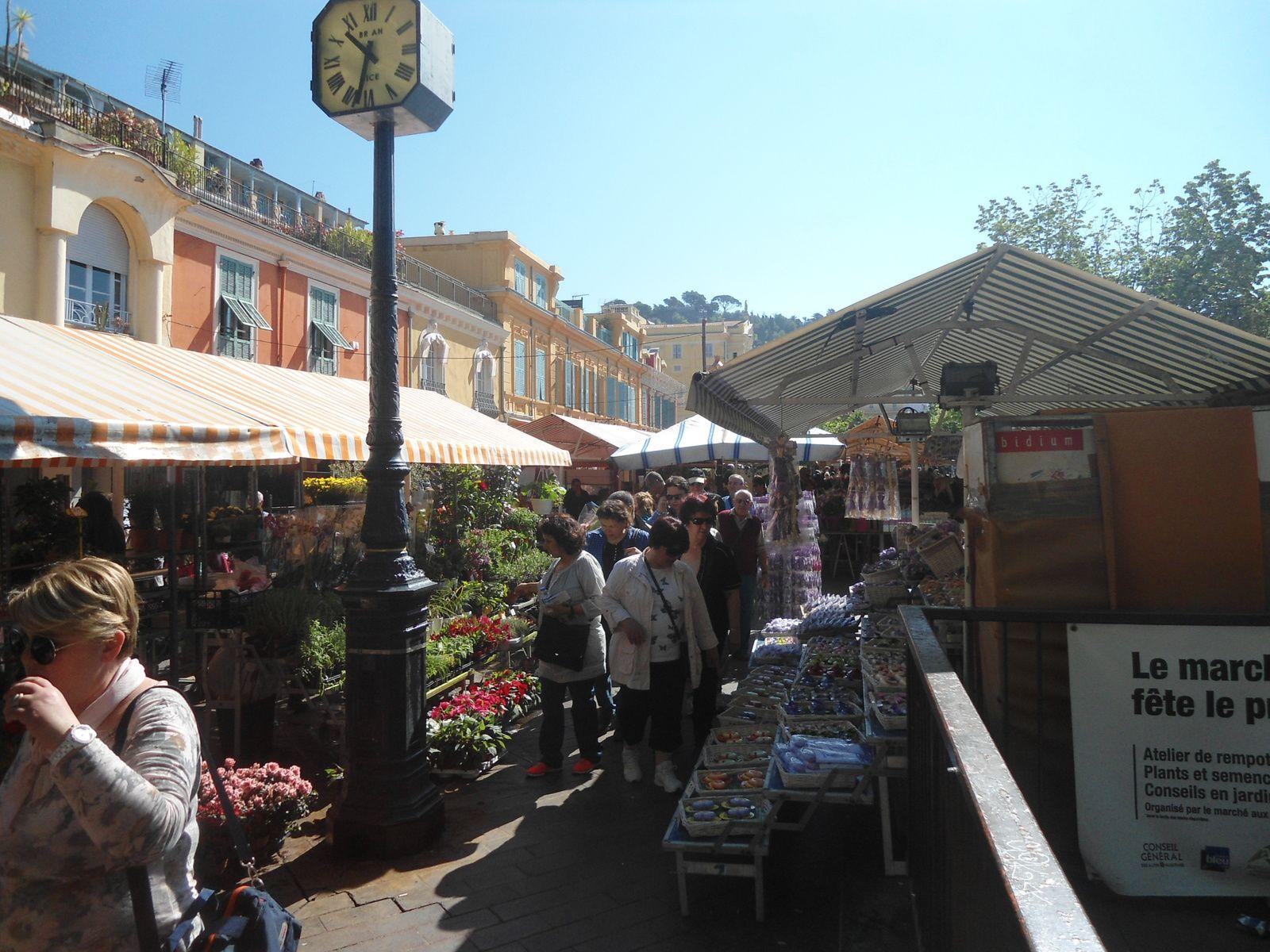Le magnifique marché aux fleurs qui se déroule tous les matins dans le vieux Nice. Un vrai régale pour les yeux !
