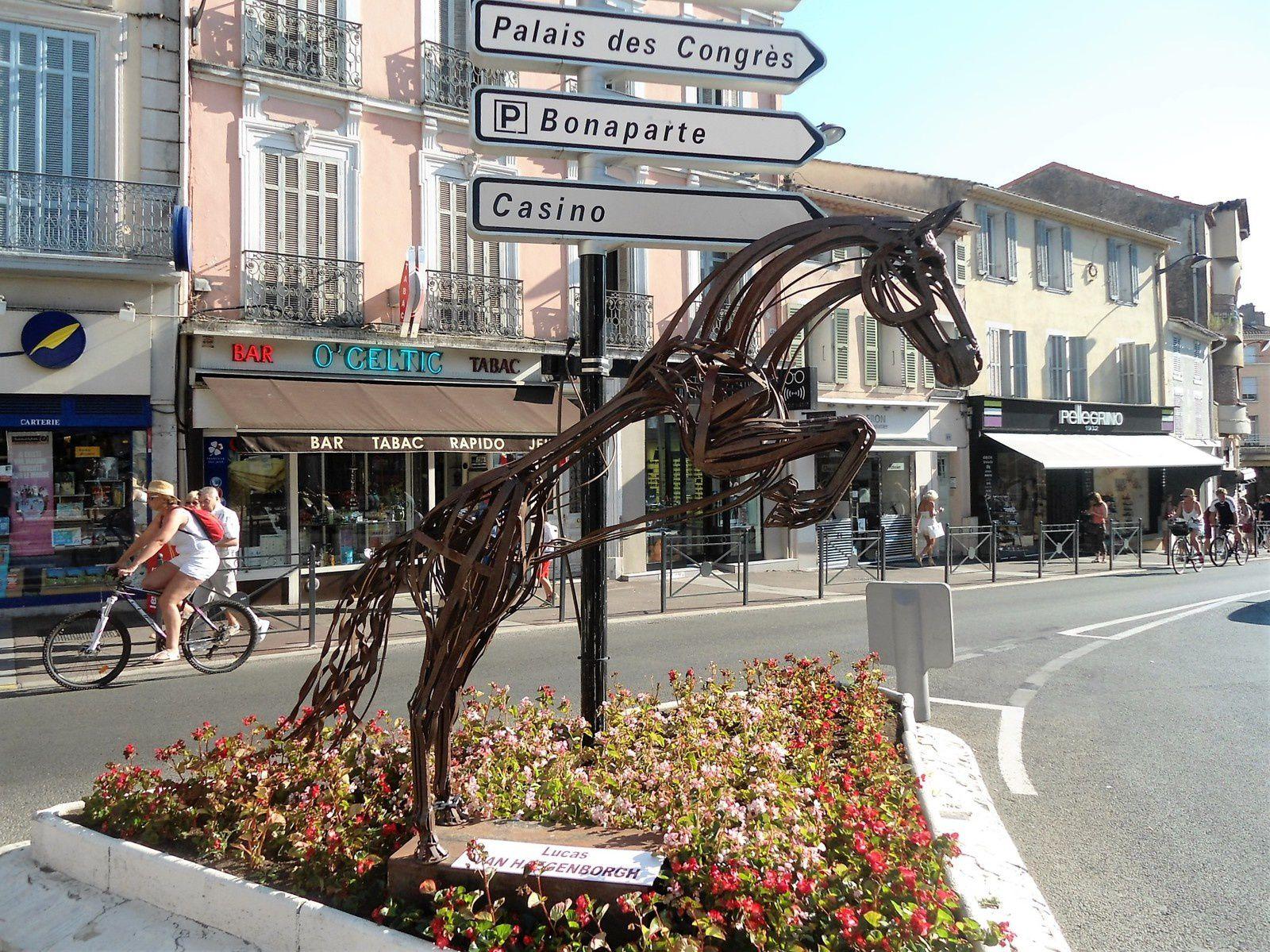 Quelques sculptures très jolies un peu partout dans la ville.