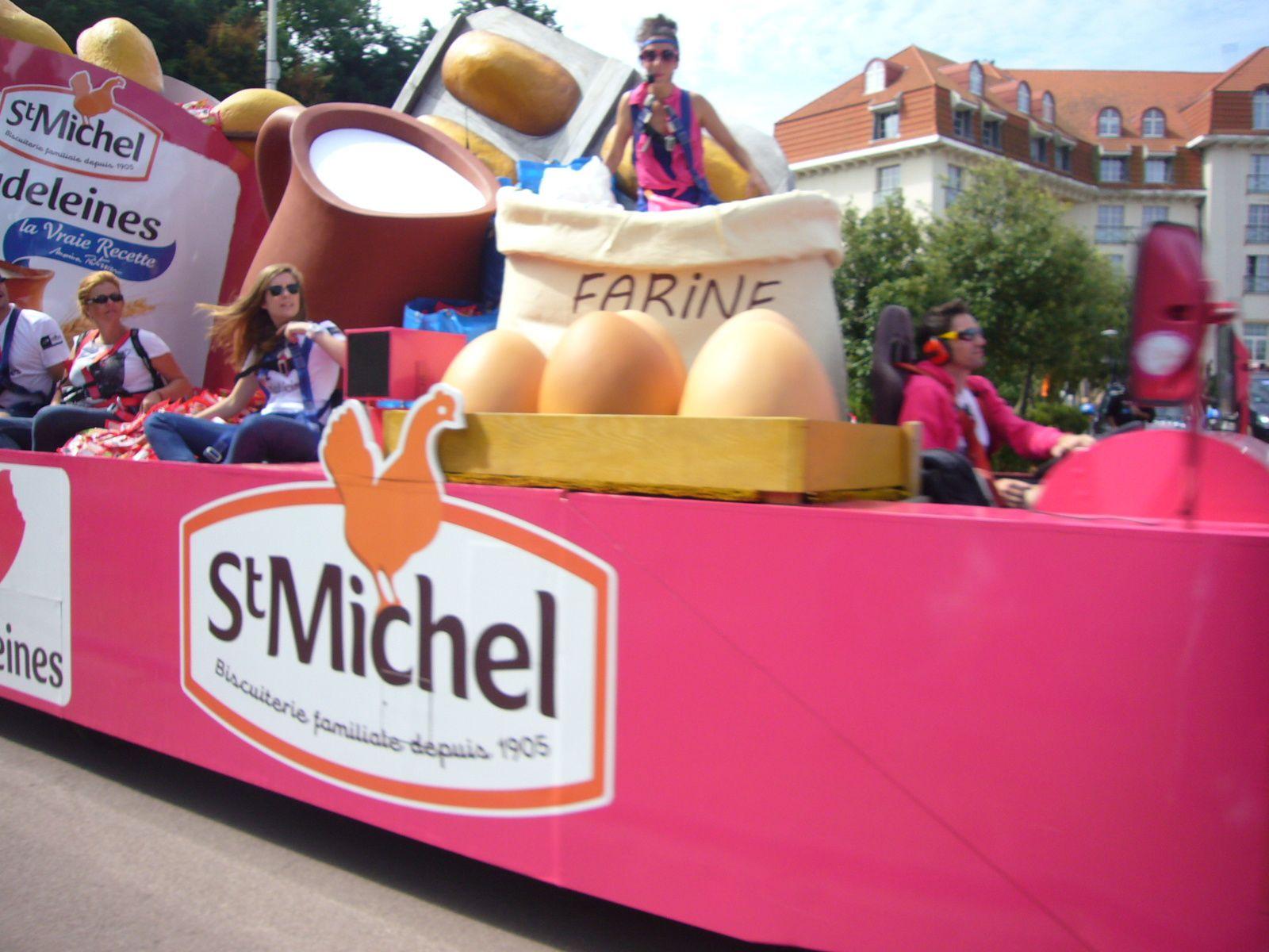 Dans la caravane du Tour de France avec St Michel