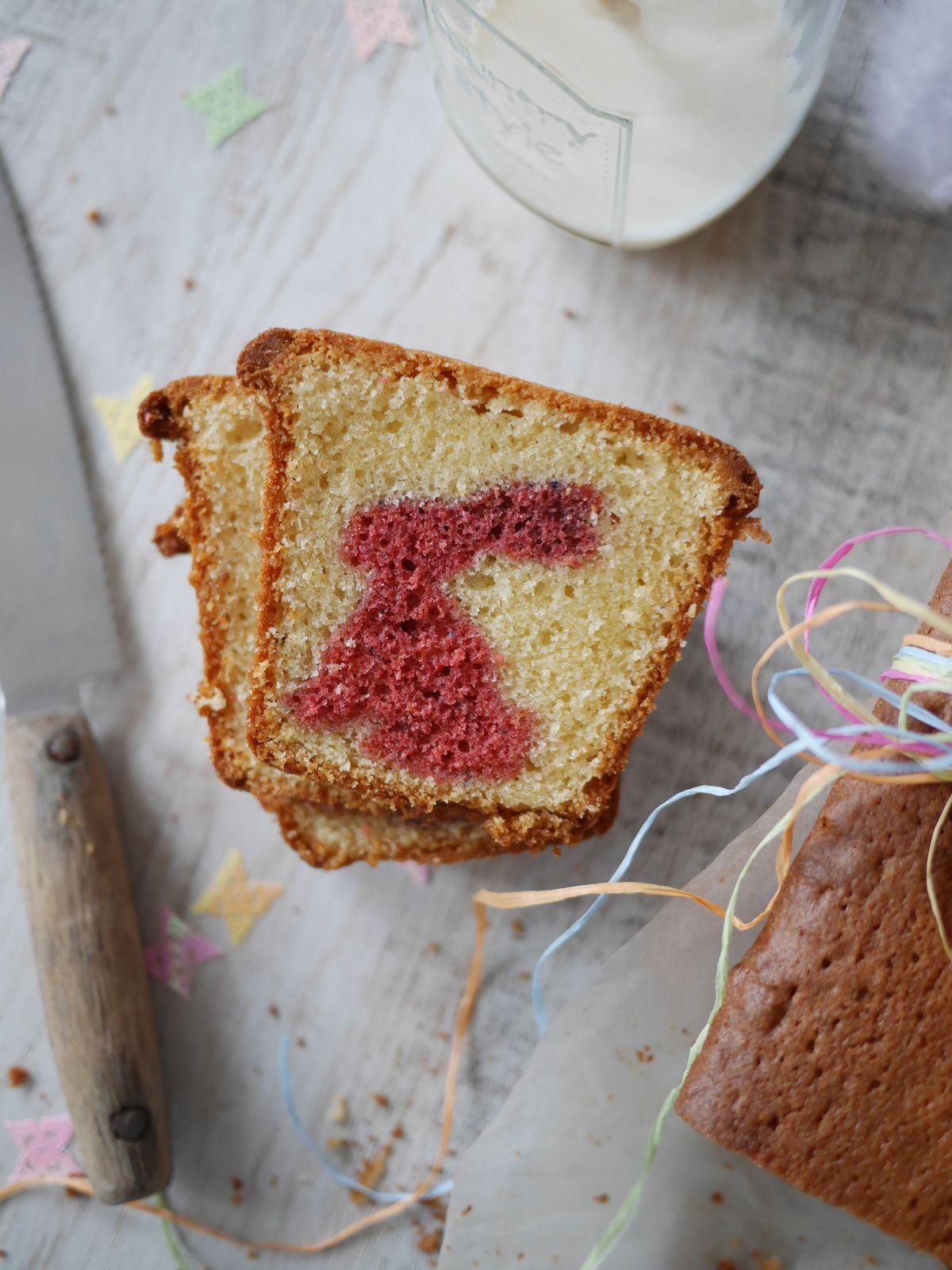 Petits lapins de Pâques dans un cake