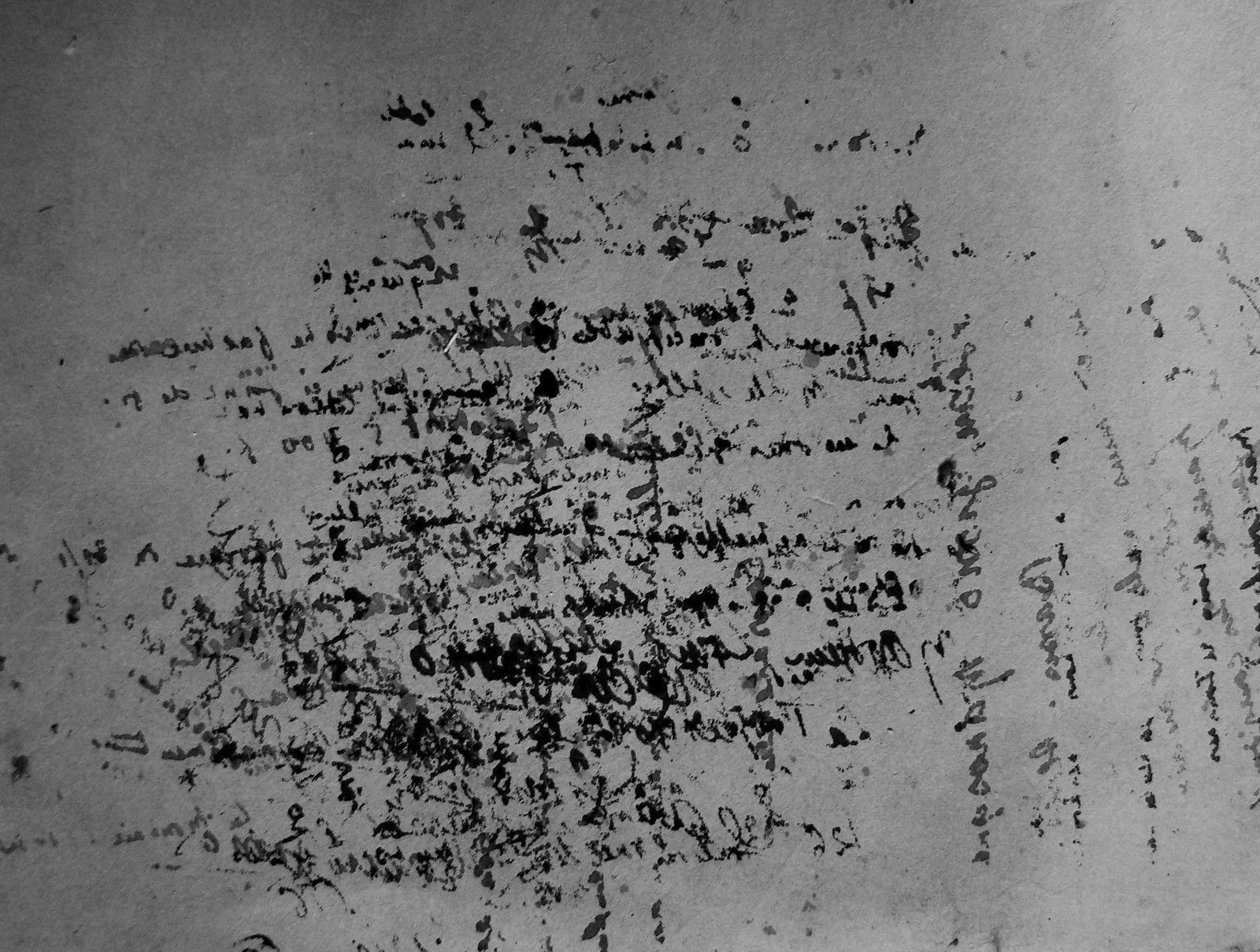 Sur un buvard de Giono, on peut  lire ce qu'il a écrit .....mais dans l'autre sens....